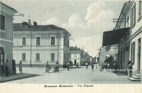 [1942] Via Depretis in centro paese che tocca la Piazza del Municipio e della Chiesa