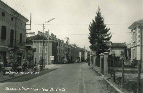 Via Depretis all'altezza dello storico Bar Ritrovo a Bressana Bottarone