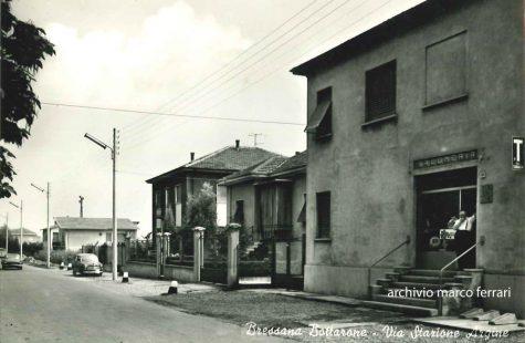 [1967] Via Stazione Argine all'altezza della storica rivendita di Ugo Riccardi